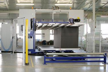 Zpracování PUR pěny - výroba - řezání na pile